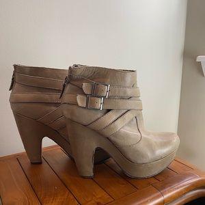 Seychelles leather platform bootie 9
